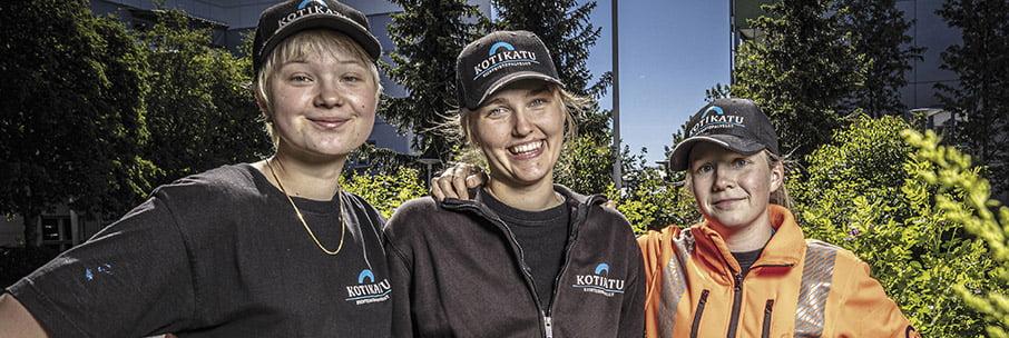 Kesätyöntekijät Taru, Pihla ja Anja